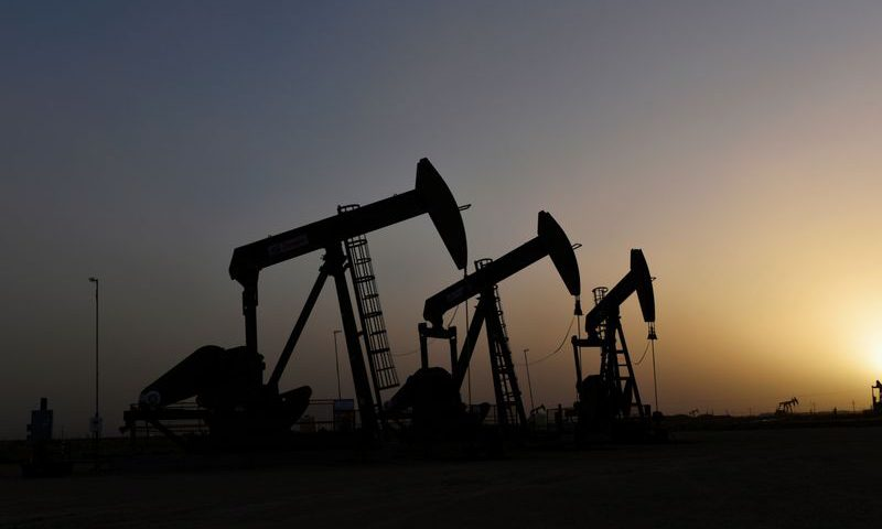 Oil Prices Inch Down Despite Positive Trade News