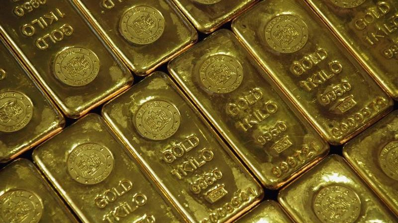 India's March gold imports hit 6-1/2-year low on record price