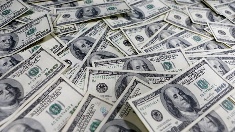 Dollar heads toward weekly gain as oil shock reveberates