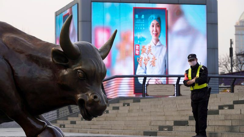 Asian shares fall after Trump takes aim at China tech firms